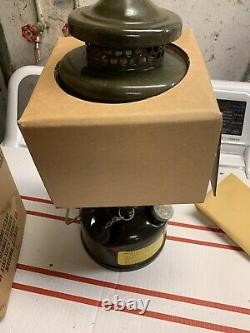 VINTAGE 1963 US MILITARY ARMY COLEMAN LANTERN New In Box