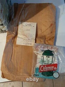 VINTAGE COLEMAN LANTERN 200A Rare BURGUNDY/MAROON COLOR 1 /1962 Single Mantle