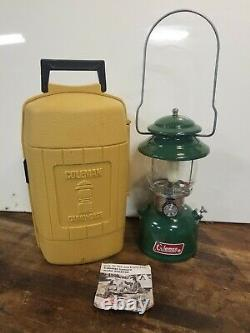 VINTAGE COLEMAN MODEL 200A GREEN LANTERN DATED 11-80 With CLAM CASE EXCELLENT