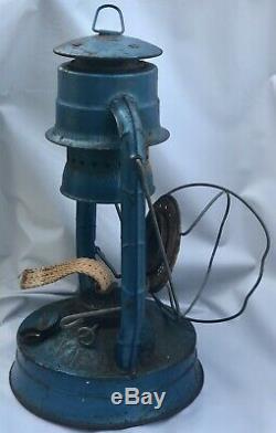 VINTAGE Rustic Lantern DIETZ NO 8 AIR PILOT LANTERN BLUE Clear globe Rare