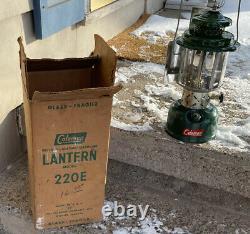VTG Nov 1957 Coleman Lantern Model 220E Pyrex Sunrise Globe Reflector RARE HTF
