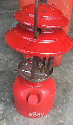 Vintage Coleman 200A Single Mantle Lantern & Metal Clamshell Carrying Case Red